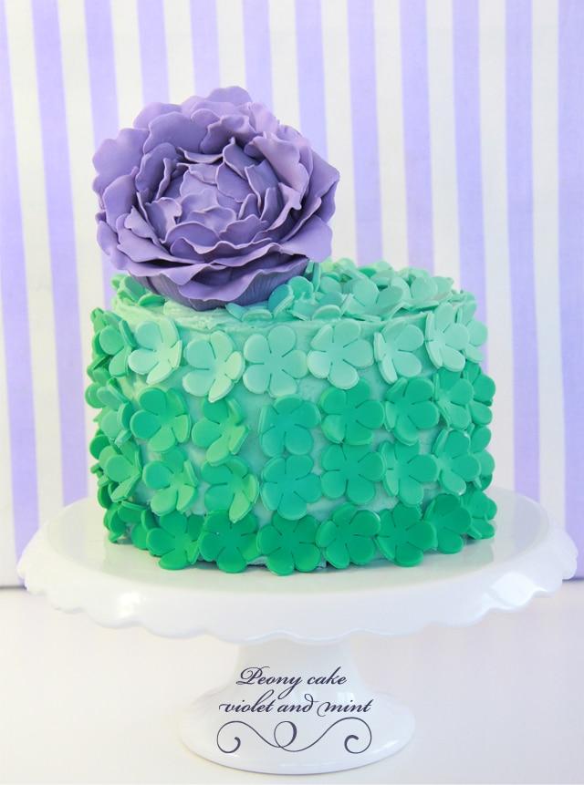 Tarta verde y violeta